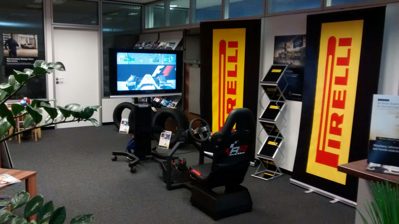 formel 1 simulator mieten f r motorsport events f1 rennsimulator d sseldorf k ln bonn. Black Bedroom Furniture Sets. Home Design Ideas