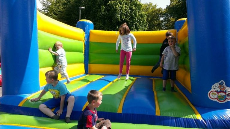 Huepfburg M Kids