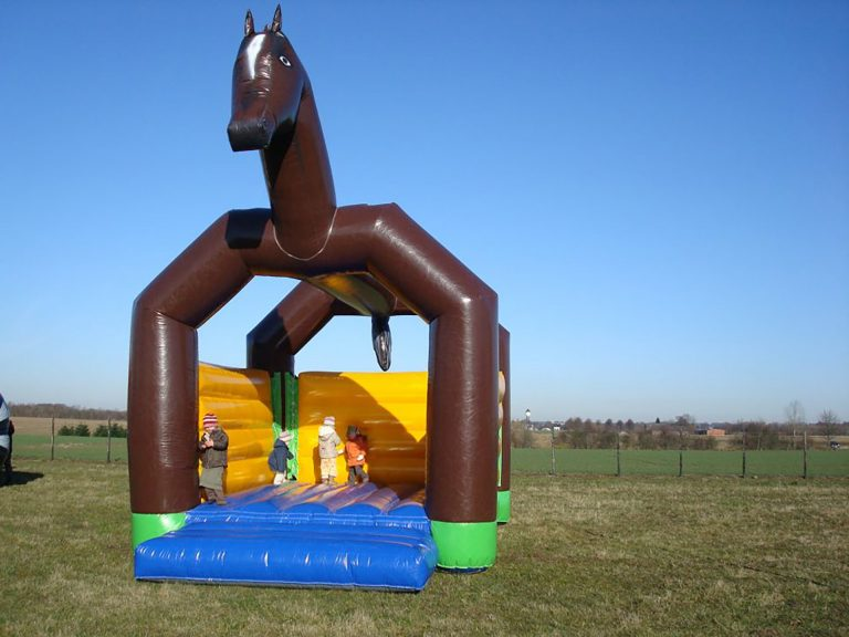 Hüpfburg Pferd